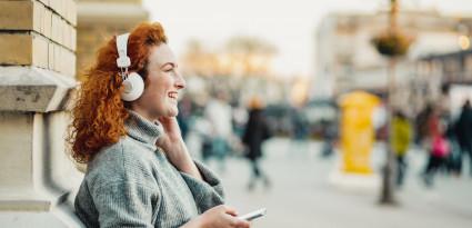 Spotify lance sa matinale, Netflix et Audible s'imposent dans l'industrie du podcast